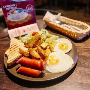 Классический завтрак с колбаской