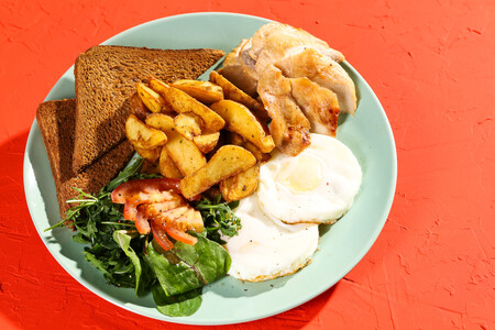 Классический завтрак с филе птицы